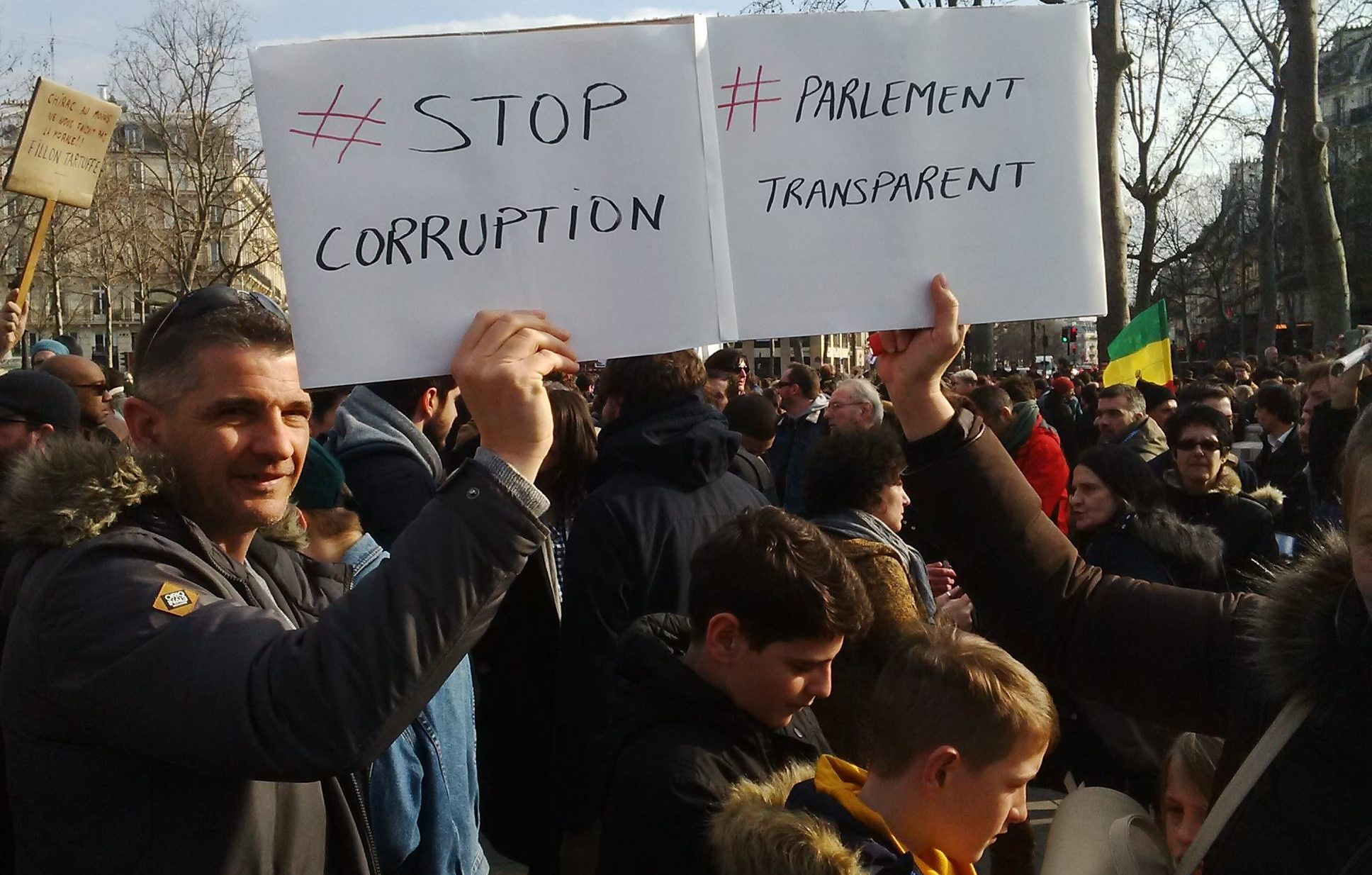 #StopCorruption: La Transparence Est L'affaire De Tous Les Français